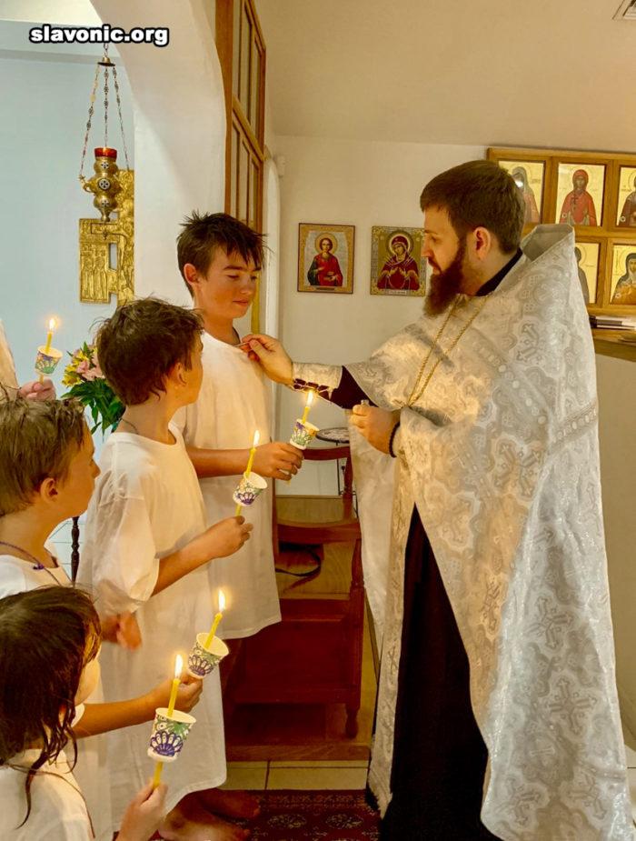 В русском монастыре Флориды Викарий Славянского Викариатства крестил семерых детей